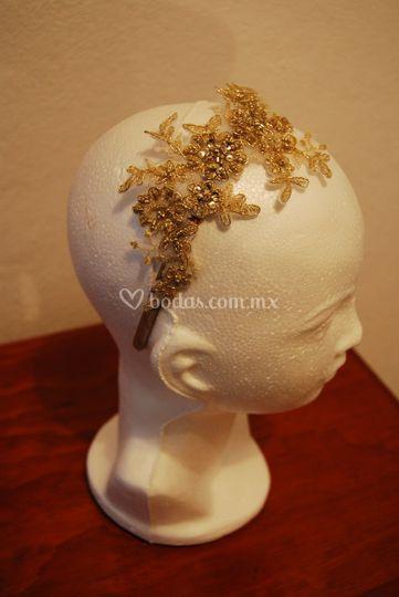 Diadema floral dorada
