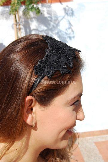Diadema floral negra