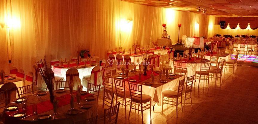 Salón 300pax mesas iluminadas