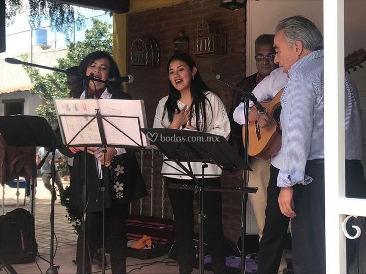 Cantando con invitados