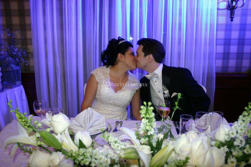 Besos de recién casados