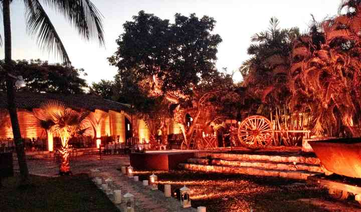Jardín y salón nocturno