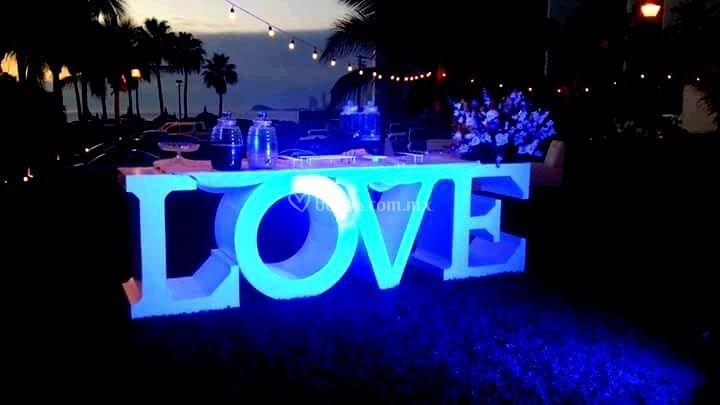 Letras y mesa love