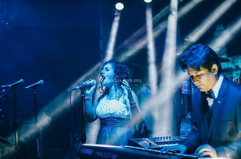 Pianista y vocalista