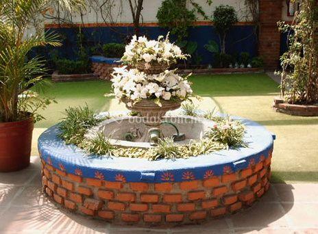 Fuente con flores