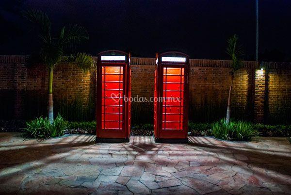 Cabinas londinenses de jard n villa trisara foto 2 Jardin villa trisara cuernavaca