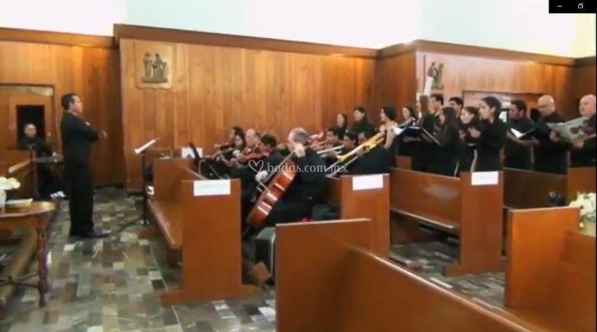Orquesta, coro y solistas