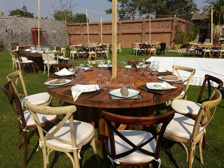 mesa redonda de madera de jard n villa trisara foto 11