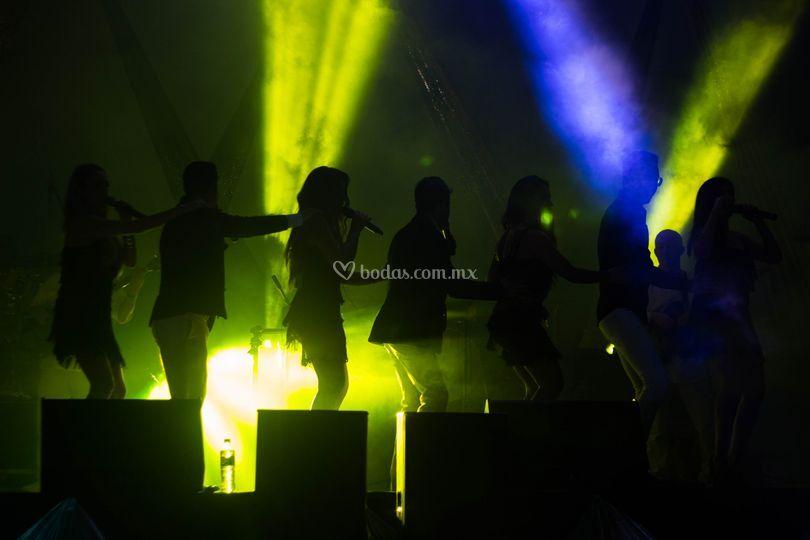 Cantantes y bailarines