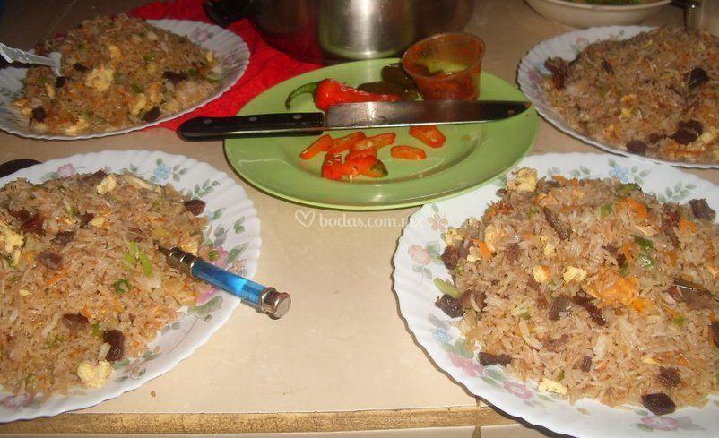 Mr hoo rikishi moo for Comida rapida para invitados