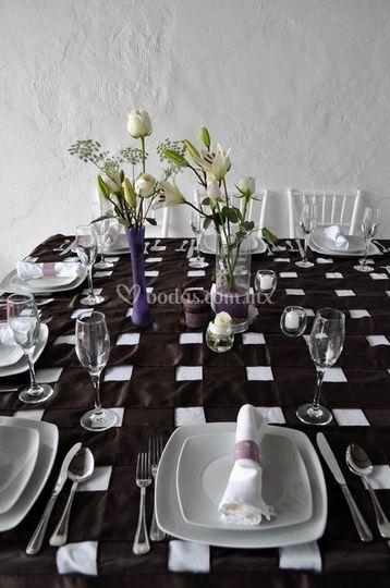 Montaje para boda color chocolate, lila y dorado