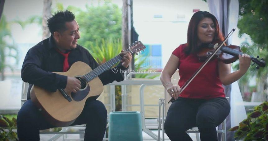 Dúo con guitarra