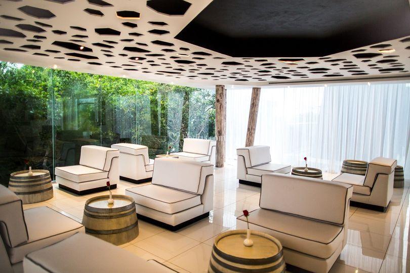 Locación: wine bar (club 82)
