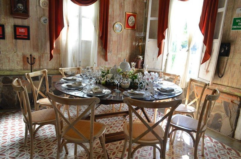 Mesa redonda para 12 invitados