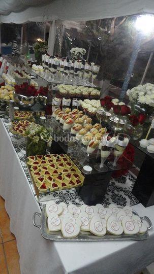 Mesa de bocadillos dulces
