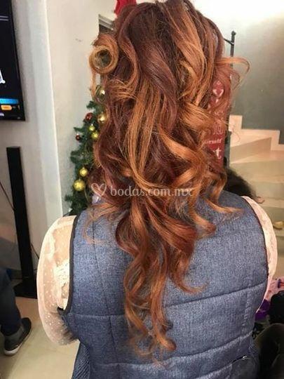 Alto peinado cascada