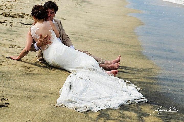 Trash the dress en la playa