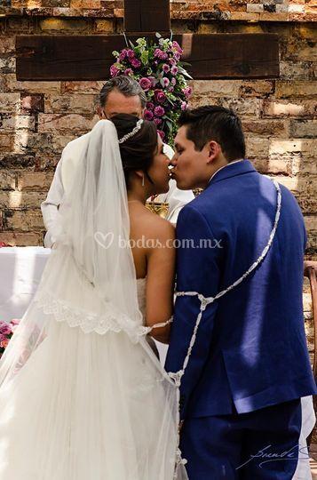 El primer beso de casados