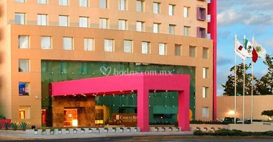Real inn guadalajara expo for Fachadas de hoteles de lujo