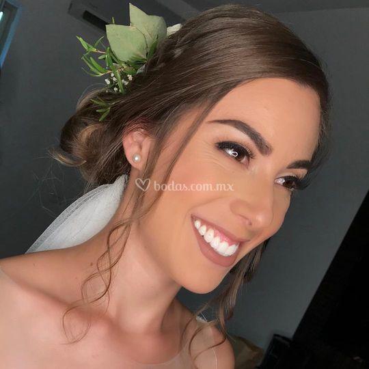 Maquillaje y peinado para novia