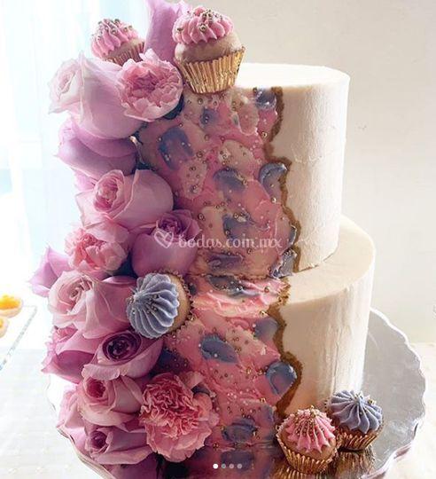 Pastel tematico rosas naturale
