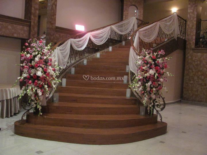 Escaleras con remates de imperial eventos foto 10 for Escaleras de salon