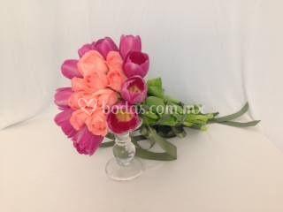 Tulipán y rosas