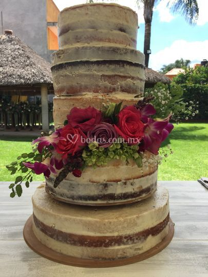 Naked cake + bouquet natural