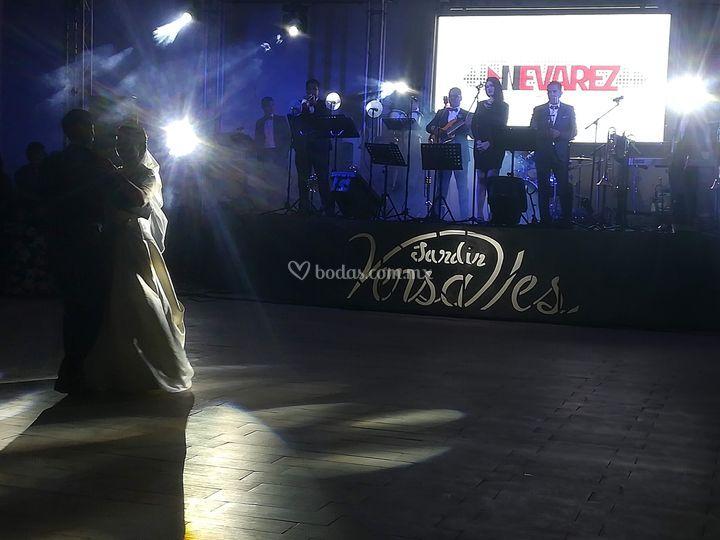 Orquesta Nevárez Show
