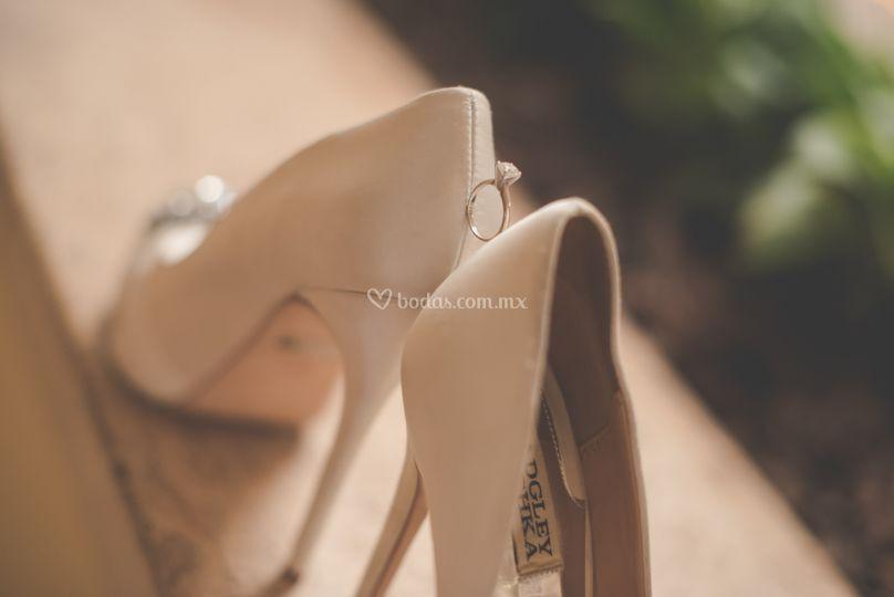Anillo y zapatos
