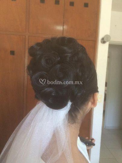 Peinado rosas novia