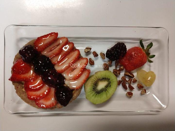 Tarta de chocolate y frutas