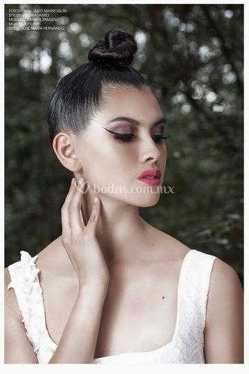 Maquillaje y peinado editorial