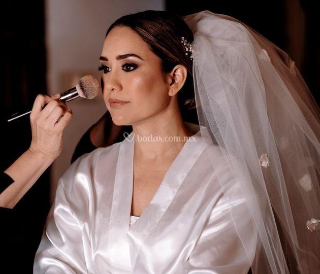 Aline Alonso Make Up & Hair Studio