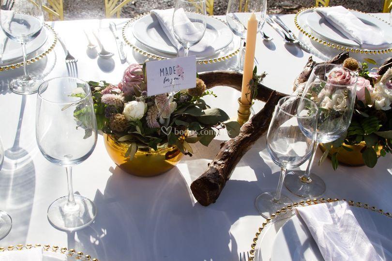 Centro de mesa dorado