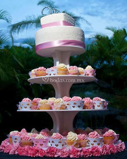 Pastel con cupcake