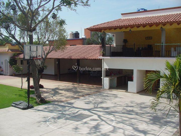 Jard n lluvia de oro for Jardin villa xavier jiutepec