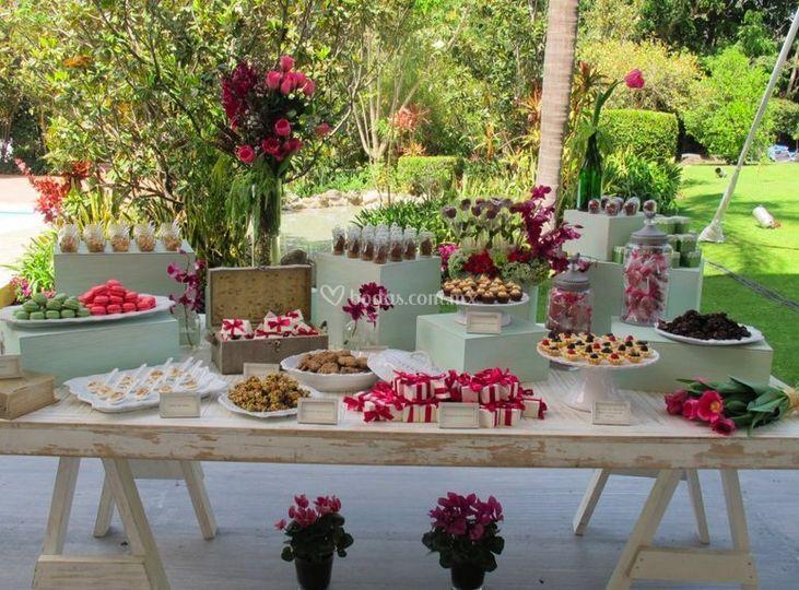 Mesa de dulces y postres de celebrate fotos - Postres para mesa de dulces ...