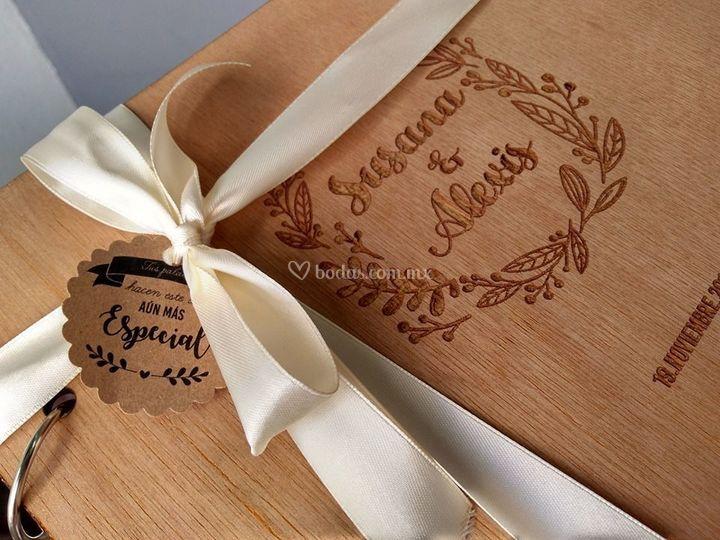 Libro de firmas grabado