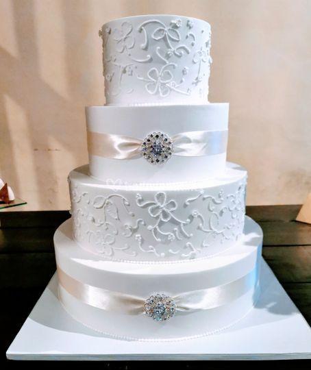 Festa - elegant wedding cake