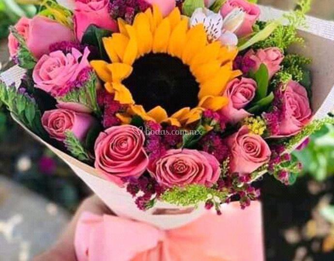 Ramo 12 rosas y girasol