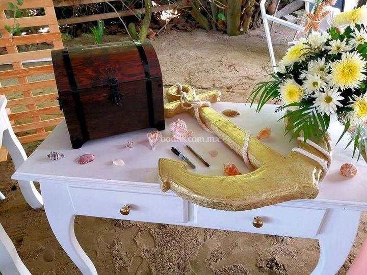 Mesa con buzón de buenos deseo