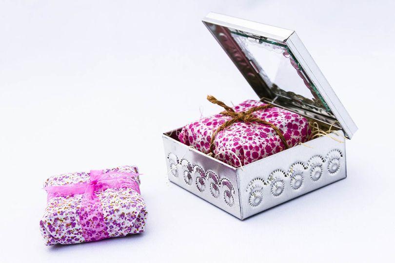 Caja hoja de lata jabón artes