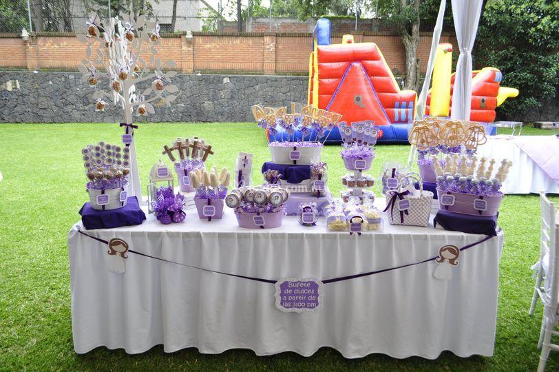 Montaje de mesa de dulces