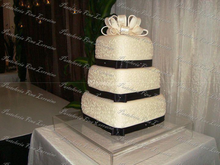 Pastel de boda con moño