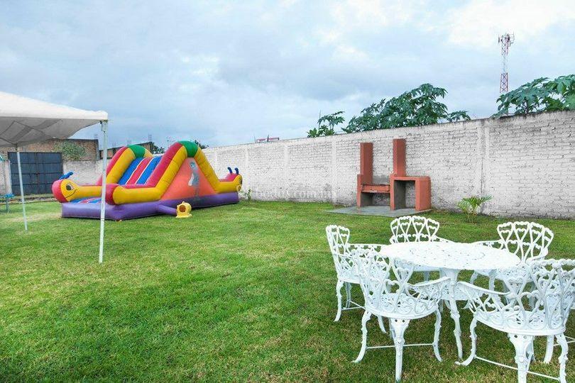 Jardín con zona para niños