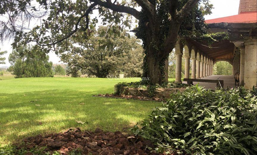 Hacienda y jardín