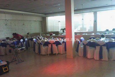 Salón con grandes cristleras