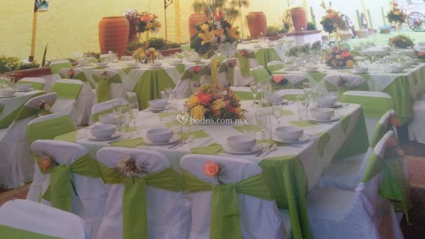 Servicio de mesas y sillas
