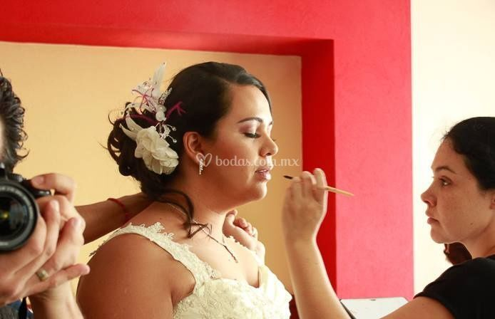 A.M.I maquillaje y peinado